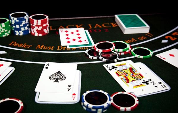 Cara Bermain Poker Lengkap Dengan Panduan dan Strategi